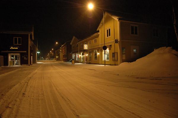 Noc w miasteczku - spok?j i cisza.