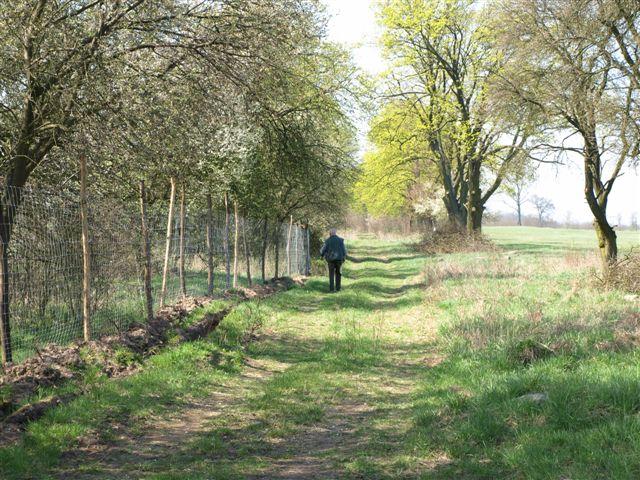 Do?? cz?sto sprawdzamy stan ogrodze?. Do obej?cia jest ponad 2 kilometry, ale warto kontrolowa? je regularnie.
